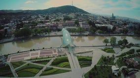 第比利斯市中心寄生虫飞行4k镇城堡教会进城和老城市河英王乔治一世至三世时期秀丽 股票视频