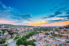 第比利斯晚上视图五颜六色的日落的 佐治亚 夏天城市 免版税图库摄影