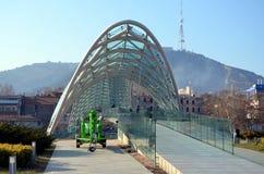 第比利斯现代建筑学  和平步行桥  免版税库存照片