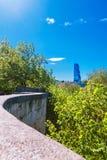 第比利斯,乔治亚- 2017年4月19日, :第比利斯全景视图  现代地标- Biltmore旅馆第比利斯 库存图片