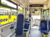 第比利斯,乔治亚- - 2018年5月17日:位子在城市公共汽车上,从里边看法 图库摄影