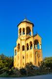第比利斯,乔治亚- 2016年10月8日:独立响铃塔和十字架第比利斯Sameba大教堂三位一体最大正统 免版税库存图片
