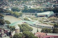 第比利斯,乔治亚- 2016年5月07日:apark的人们在骗局前面 免版税库存图片