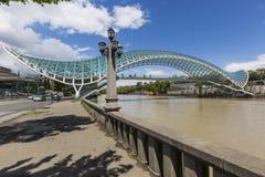 第比利斯,乔治亚- 5月07 :和平桥梁是弓型p 图库摄影