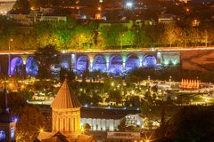 第比利斯 城市的看法在晚上 库存图片