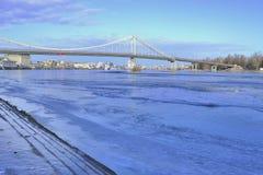 第聂伯河和人行桥的看法 免版税库存图片