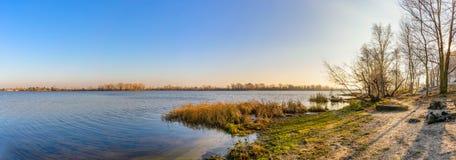 第聂伯河的全景在基辅 免版税库存图片