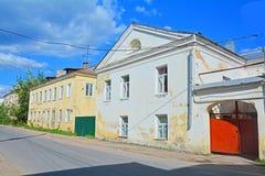第18 - 19世纪的建筑学纪念碑在Torzhok市,俄罗斯的中心 免版税库存图片
