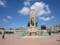 2011第22个伊斯坦布尔mai纪念碑照片共和国正方形被采取的taksim火鸡 免版税库存照片