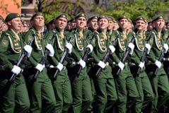 第38个分开的铁路旅团的军人在游行期间的在红场以纪念胜利天 免版税图库摄影