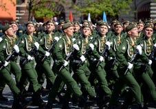 第38个分开的铁路旅团的军人在游行期间的在红场以纪念胜利天 库存照片