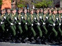 第38个分开的铁路旅团的军人在游行期间的在红场以纪念胜利天 免版税库存图片