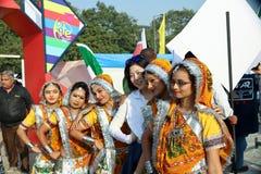 第29个国际风筝节日的印地安舞蹈家2018年-印度 免版税库存照片