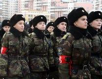 第2个莫斯科军校学生军团的军校学生为在红场的11月7日游行做准备 图库摄影