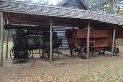 第19个c的locomobile结尾 它由arsing在木头或煤炭的灼烧的过程中的蒸汽runned 免版税库存图片