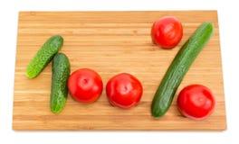 第100和百分号计划用黄瓜,蕃茄 免版税库存照片