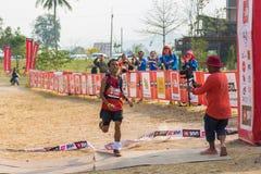 第1地方优胜者100km足迹赛跑 免版税库存照片