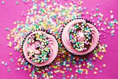 第30块生日杯形蛋糕 免版税库存照片