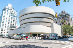 第20结构上成为大厦世纪城市收集文化被设计的特别早期的东部坦率的guggenheim家图标重要印象主义者的已知的地标劳埃德被找出的曼哈顿现代多数博物馆新的经常一固定职位r参考的使有名望的s副solomon对较大我们好的怀特・约克 Guggenheim博物馆 库存图片
