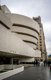 第20结构上成为大厦世纪城市收集文化被设计的特别早期的东部坦率的guggenheim家图标重要印象主义者的已知的地标劳埃德被找出的曼哈顿现代多数博物馆新的经常一固定职位r参考的使有名望的s副solomon对较大我们好的怀特・约克 现代和当代艺术-纽约,美国古 库存图片