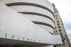 第20结构上成为大厦世纪城市收集文化被设计的特别早期的东部坦率的guggenheim家图标重要印象主义者的已知的地标劳埃德被找出的曼哈顿现代多数博物馆新的经常一固定职位r参考的使有名望的s副solomon对较大我们好的怀特・约克 现代和当代艺术-纽约,美国古 免版税图库摄影