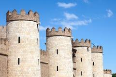 第11第20按照被恢复的伊斯兰宫殿经过多种的筑堡垒于的被安置的hud的aljaferia改变banu被建立的世纪世纪朝代是萨瓦格萨 免版税图库摄影