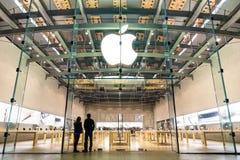 第3街道散步的苹果计算机商店在圣塔蒙尼卡加利福尼亚 免版税库存照片
