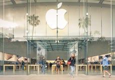 第3街道散步的-圣塔蒙尼卡苹果计算机商店 免版税库存照片