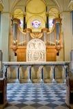 第12个cen。 在器官前面的罗马式装饰品 库存照片