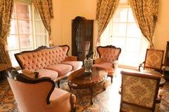 第18个明亮的世纪客厅 免版税库存图片