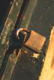 笼子,锁,钥匙 免版税库存照片