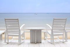 等待两把的椅子被占领您在您的下个假期 免版税库存图片