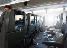 等待乘客的位子和在飞机离开 免版税库存图片