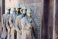 等待分配救济食物的队伍-富兰克林・德拉诺・罗斯福纪念品 免版税库存照片