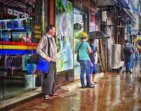 等待在下雨中 免版税图库摄影