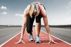 赛跑者起动跑道 免版税库存照片