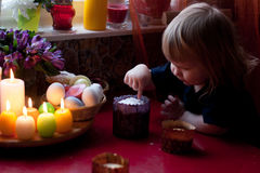 等待复活节的小男孩 图库摄影