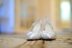 等待新娘的鞋子 免版税库存照片