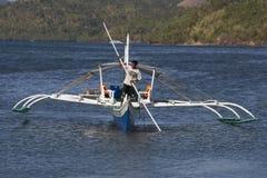 等待游人的小船旅行在海岛之间 菲律宾是其中一个顶面旅游目的地在世界上 库存照片