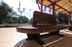 等待的位子在华hin火车站 库存图片