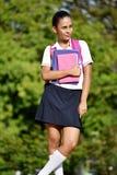 等待的女生佩带的校服 库存图片