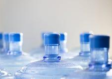 等待空的瓶水回收 免版税图库摄影