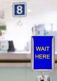 等待这里在柜台前 库存图片