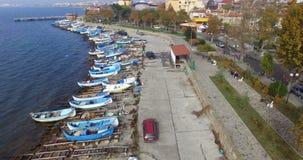 等待鲜鱼在江边的鱼市附近捉住保加利亚语的波摩莱 股票视频
