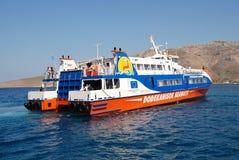 筏轮渡,蒂洛斯岛 免版税库存照片