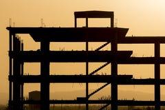 建筑剪影有橙色日落的在Venzuela 免版税库存图片