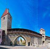 筑堡垒于的中世纪城镇墙壁 免版税库存照片