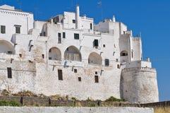 筑堡垒于的墙壁。 Ostuni。 普利亚。 意大利。 库存图片