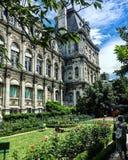巴黎建筑大厦 免版税库存照片