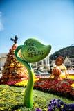 建筑学和未认出的游人在Everland手段,龙仁市,韩国, 2013年9月26日 免版税库存照片